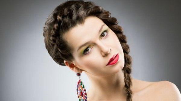 Французское плетение в роли челки на длинные волосы 2020