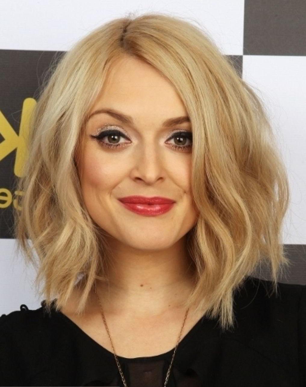 Градуированная стрижка на средние волосы 2019