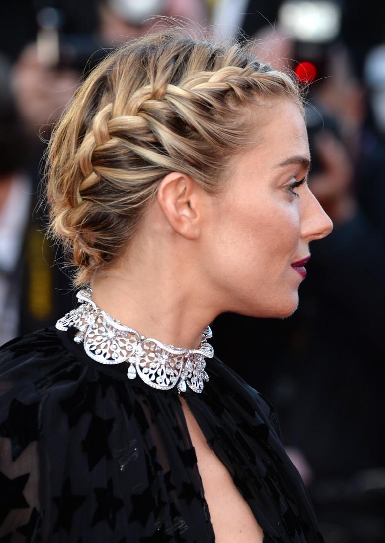 Особенности процедуры плетения кос и необходимые материалы