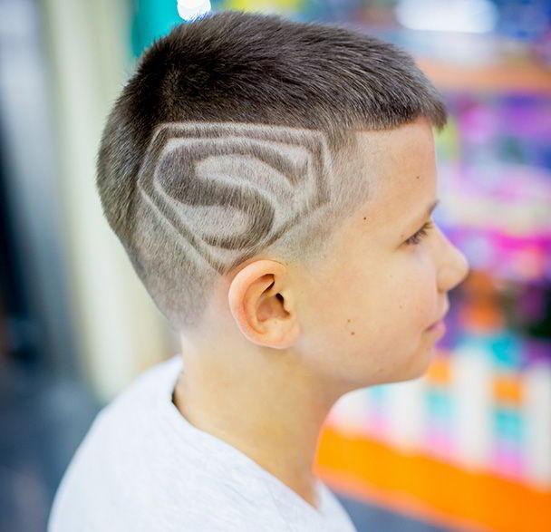 Модная прическа как у супер-героя для мальчиков 10-11 лет