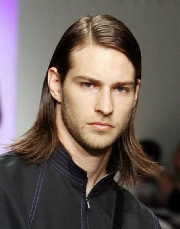 Модная мужская гладкая стрижка на длинные волосы 2020